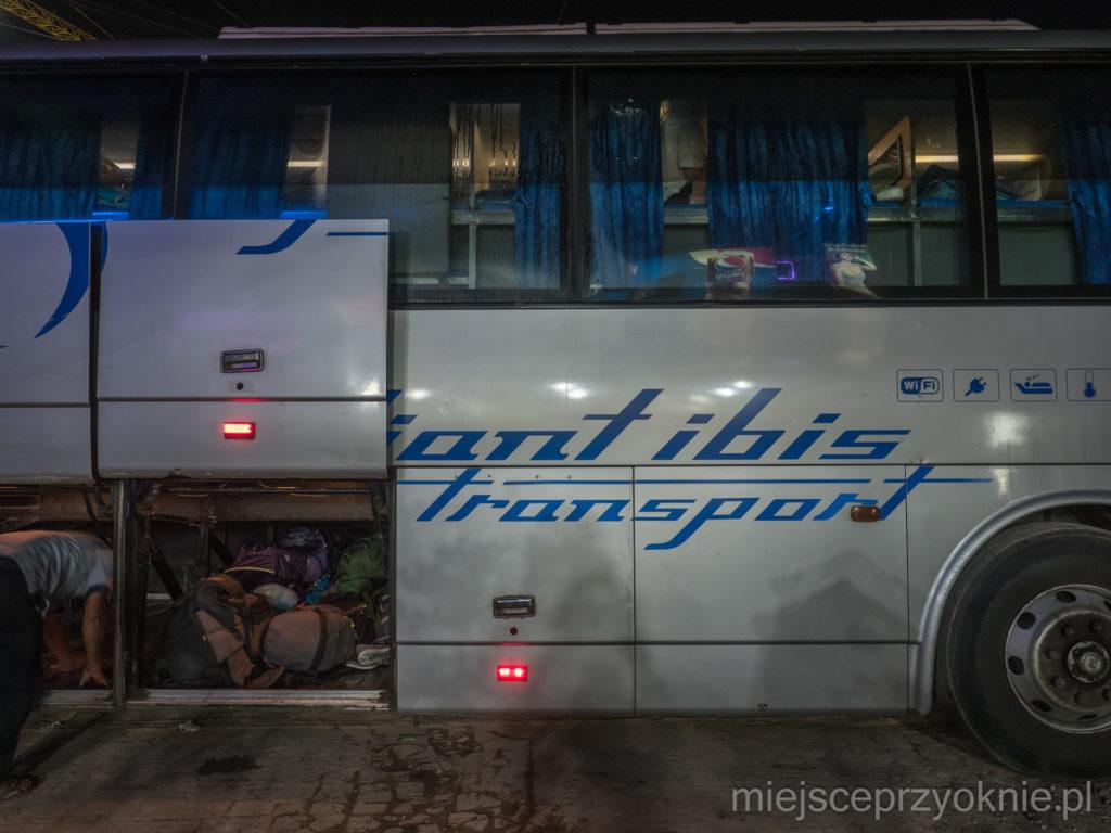 Autobus sypialny - z zewnątrz nie różni się od zwykłego