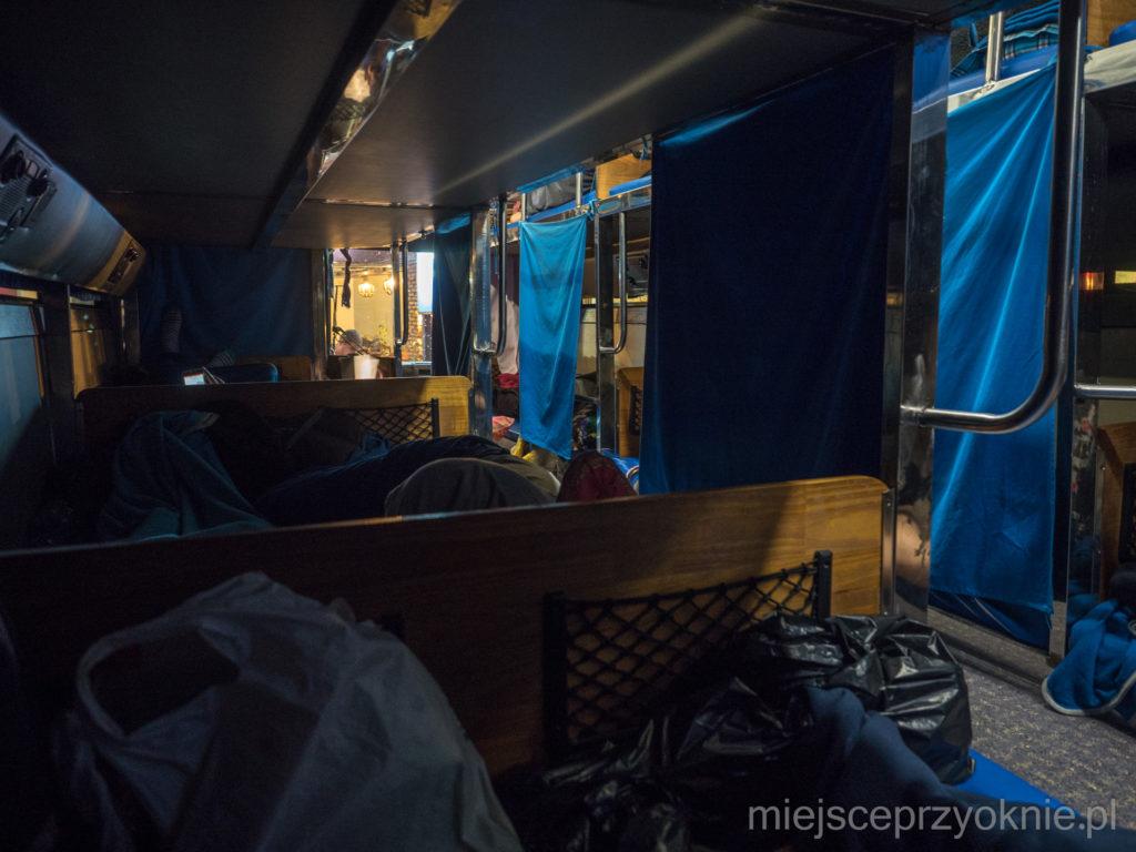 Autobus sypialny - poziom zero