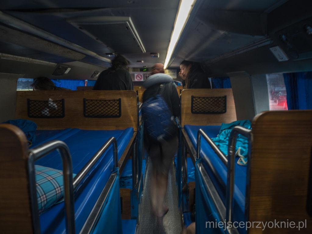 Autobus sypialny - górne leżanki