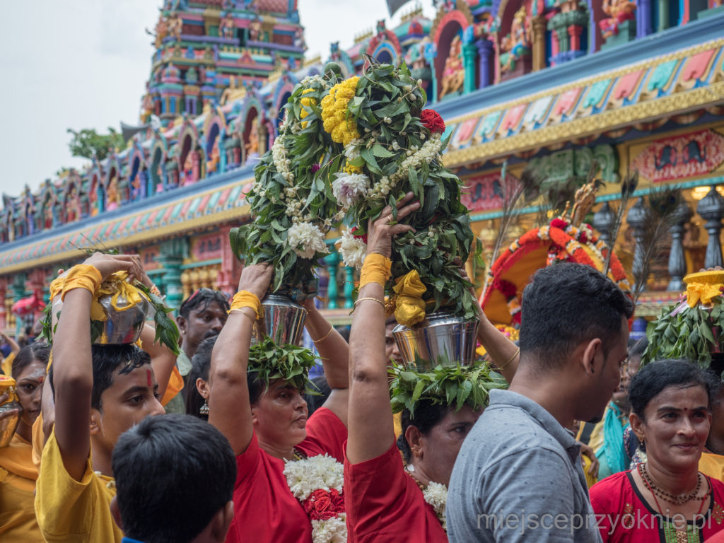 Pushpa kavadi, czyli kavadi udekorowane kwiatami