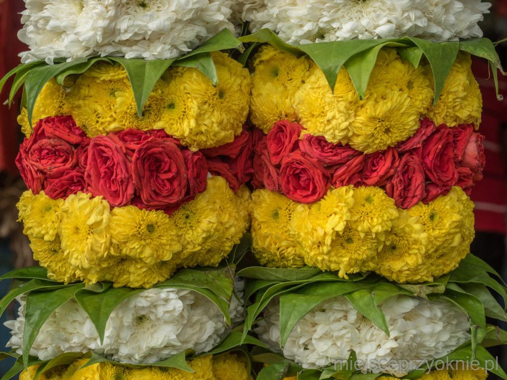 Kwiaty, którymi przystrajano kavadi