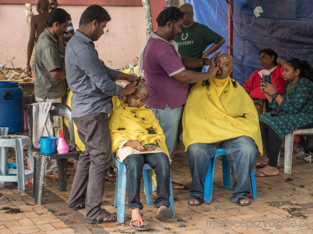 Ojciec i syn golą wspólnie głowy