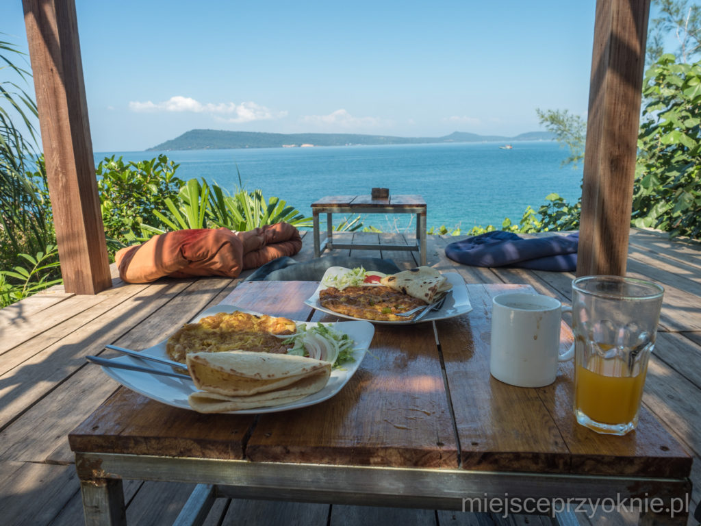 Śniadanie na tarasie