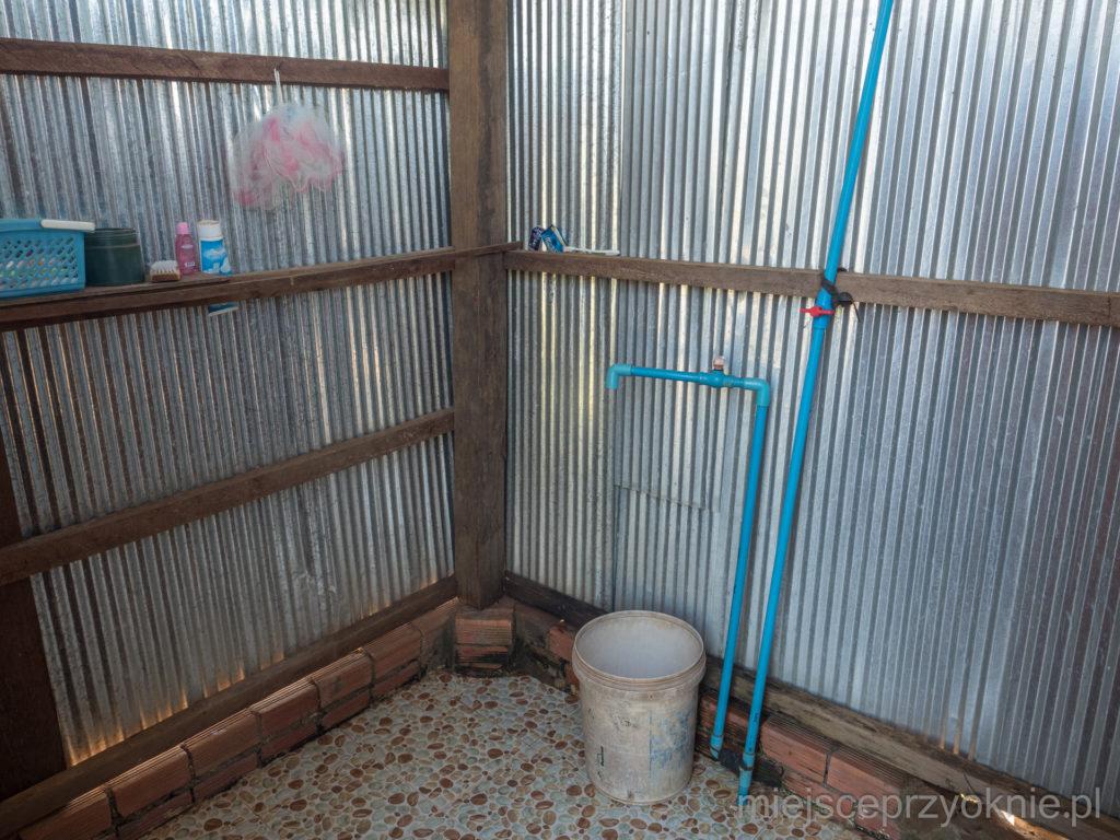 Łazienka, nie ma co marzyć o ciepłej wodzie ;)