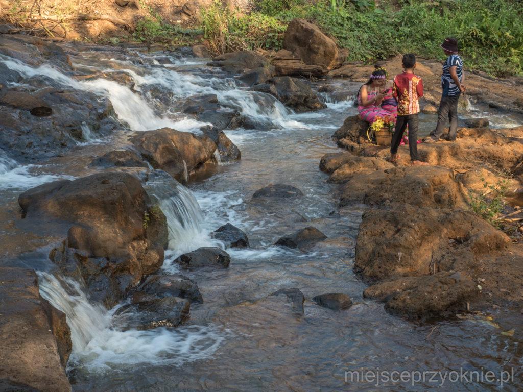 Sesja zdjęciowa nad rzeką