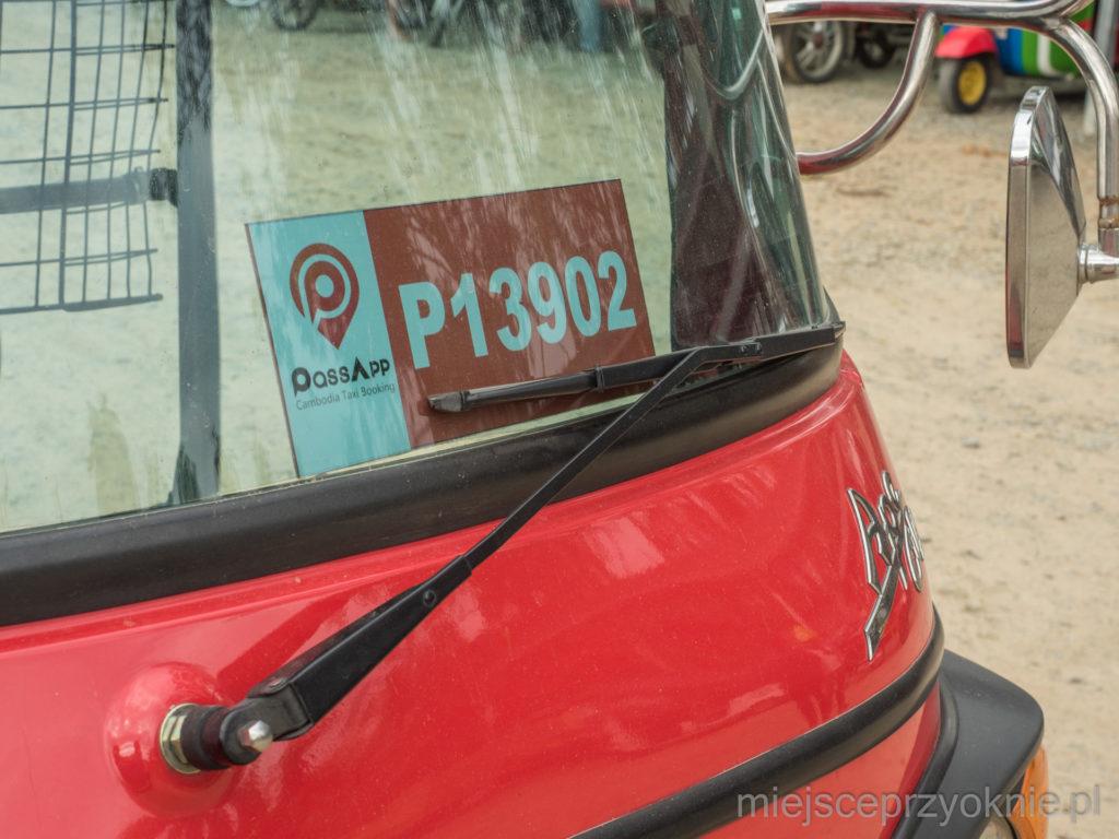 Każdy kierowca ma swój numer, który wyświetla się w aplikacji po zamówieniu tuk-tuka