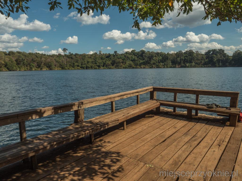 Pomost z widokiem na jezioro