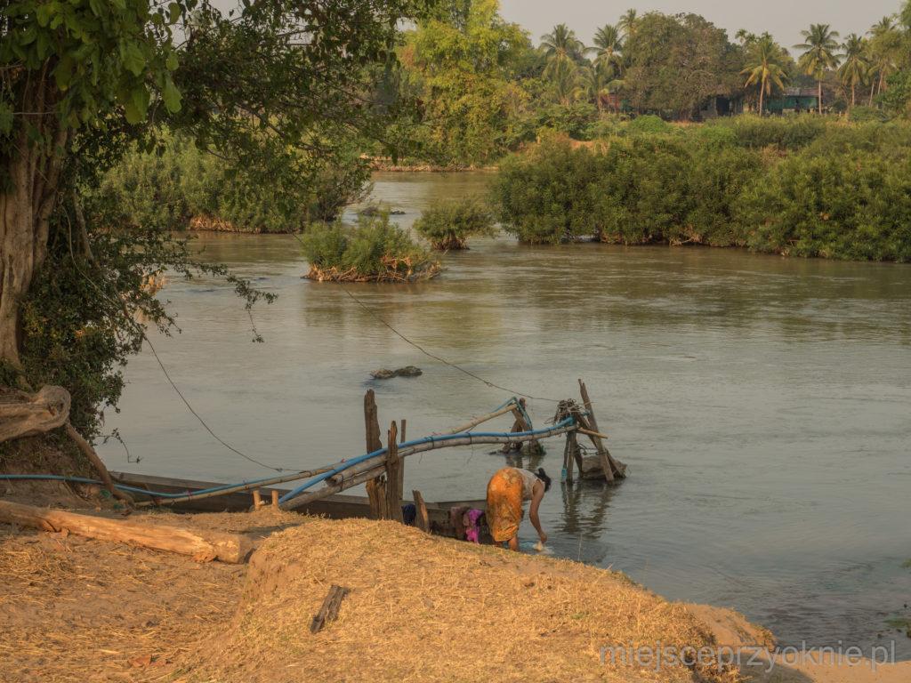Pranie w rzece