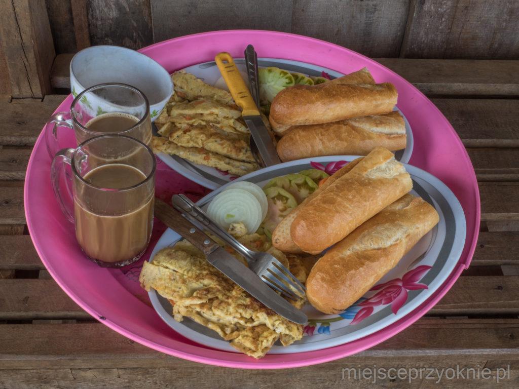 Śniadanie przygotowane przez naszego gospodarza