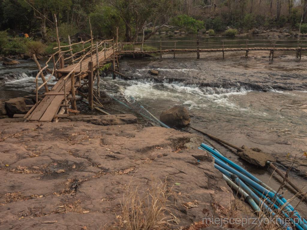 Rury doprowadzające wodę z rzeki do wioski