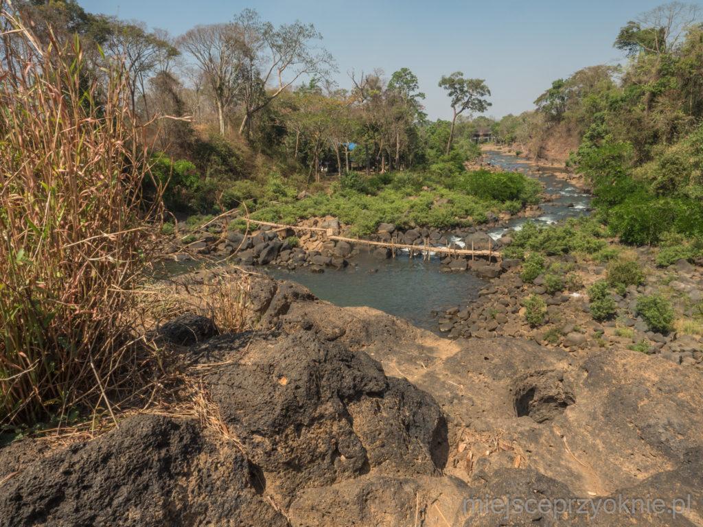 Widok ze szczytu wodospadu Tad Lo