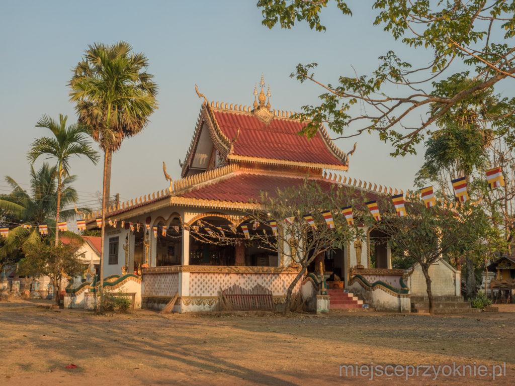 W każdej wiosce musi być świątynia buddyjska