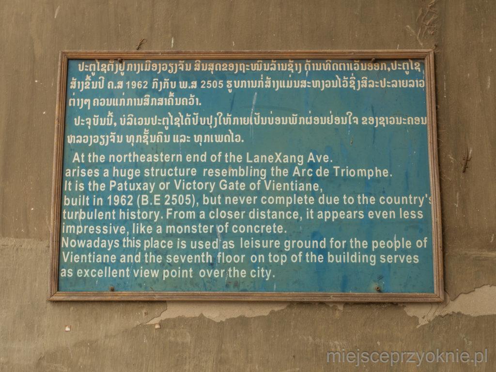 Laotańczycy chyba nie są zbyt dumni z tej budowli