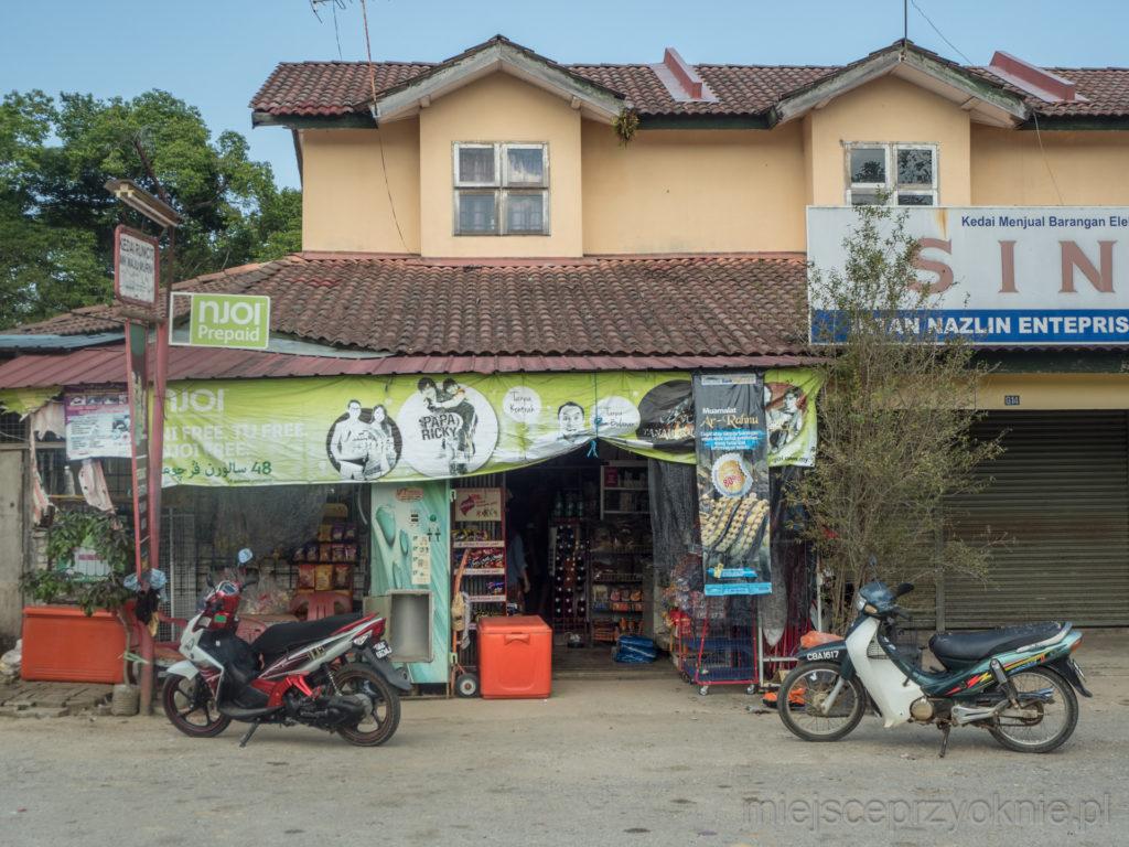 Jedyny sklep w okolicy
