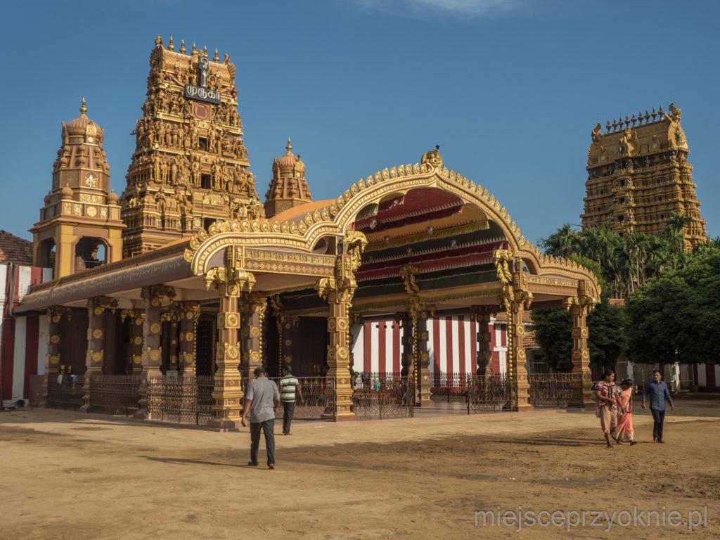 Wejście do świątyni Nallur Kandaswamy
