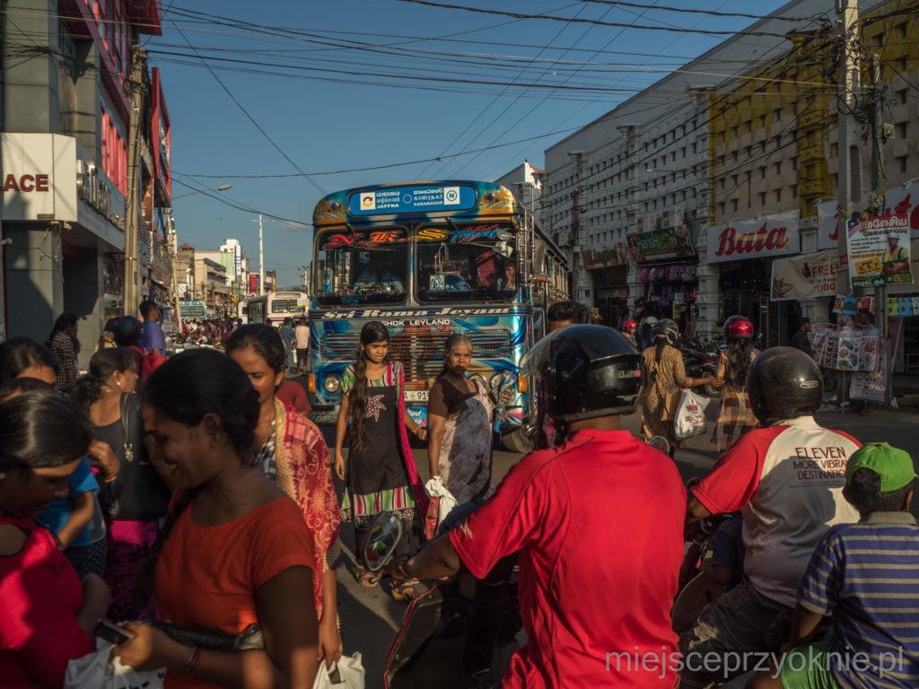 Na ulicach w centrum miasta panuje kompletny chaos