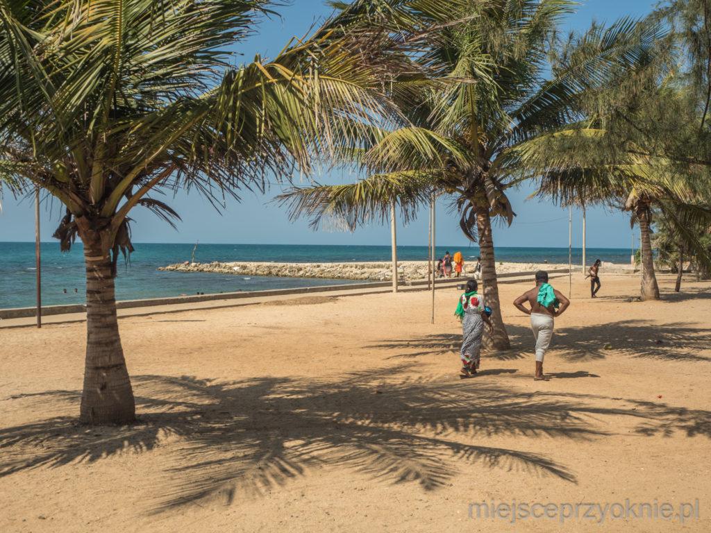 Maleńka plaża w Keerimalai